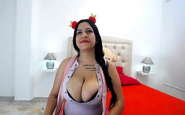 Carry the Chit-chat Chunky Boobs Brunette Masturbating Of Cam