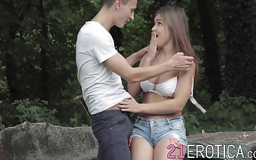 Horny Renata Fox takes cock hard in ass deep in the woods