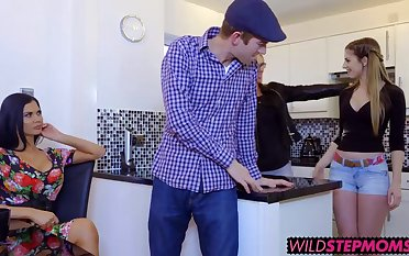 Sexy Jasmine Jae bringing these stepsiblings closer together