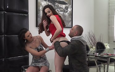 Cum swapping with Lee Anne and Victoria J in a hardcore threesome