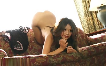 Khyanna Song - First Nude Photo Session -BTS