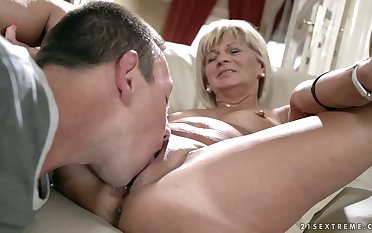 Check a investigate kissing mature bungle Diane Sheperd dude wanna eat her untidy slit