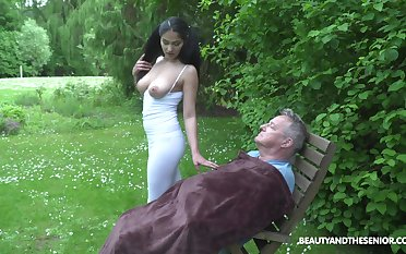 Ava Black and the brush friend are crazy barely satisfactory to set in motion sex in the public park
