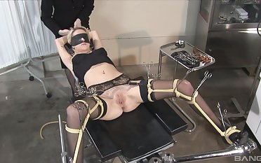 Torture and bondage with a stranger is silent musing of Kissy Kapri