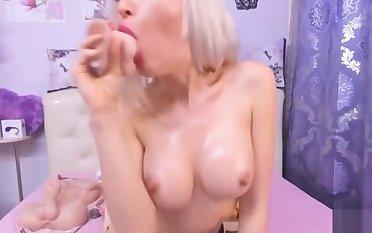 A private hot show camgirl