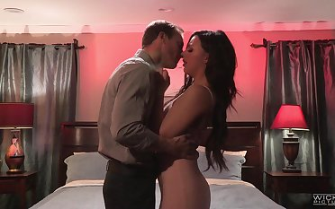 Obsessed with sexual congress brunette Whitney Wright gets intimate with new lover
