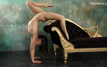 Kim Nadara performs handstands added to leg stretches naked added to her pain in the neck is hot