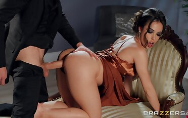 MILF ends a sympathetic sex screw around with reference to cum on her round ass