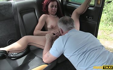 The way the cab driver fucks her is amazing for the needy wife